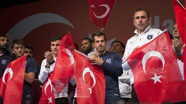 Emre Belözoğlu demokrasi nöbetinde