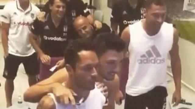 Beşiktaşlı futbolcuların kura sevinci