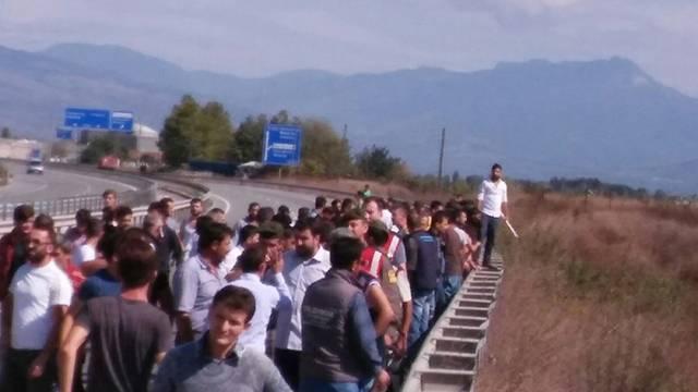 Sakaryaspor ile Eskişehirspor taraftarları birbirine girdi