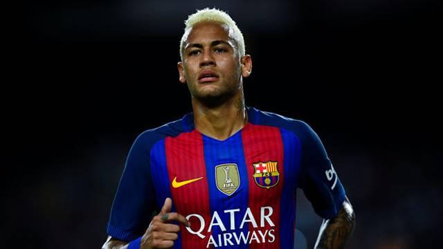 Barcelona'da Neymar imzayı attı