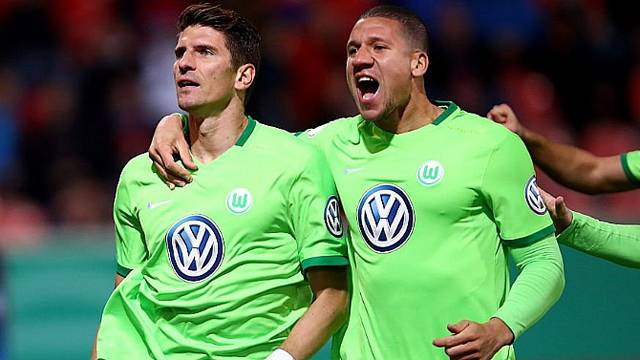 Mario Gomez attı Wolfsburg turladı