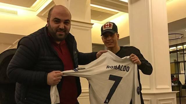 Cristiano Ronaldo, Emre Mor'a formasını verdi