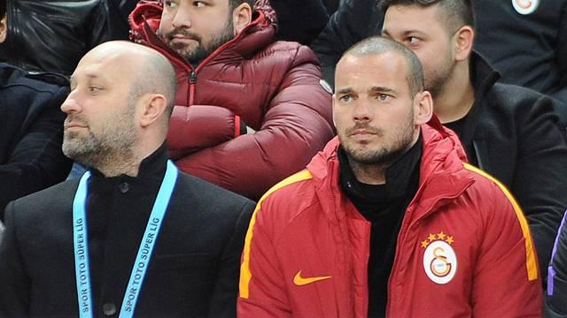 Wesley Sneijder'siz olmuyor