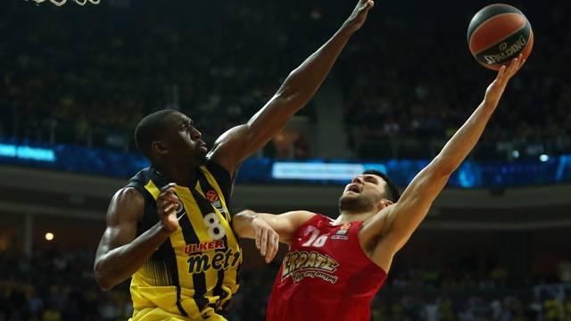 Fenerbahçe 67 - 64 Olympiakos
