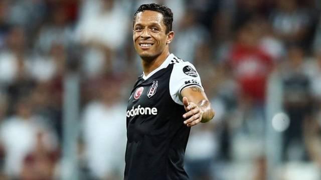 Beşiktaş'ta Adriano şoku