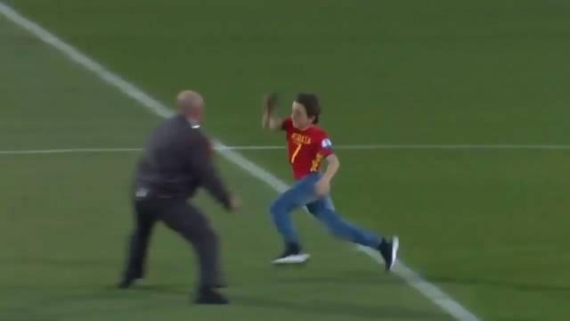 Morata'yı görebilmek için bütün engelleri aştı
