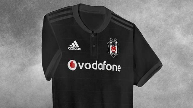 Beşiktaş'ın yeni sezon formaları sızdırıldı