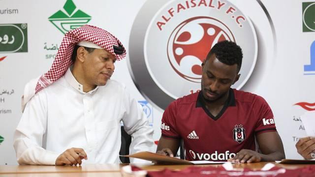 Böylesi görülmedi! Beşiktaş forması ile imza attı