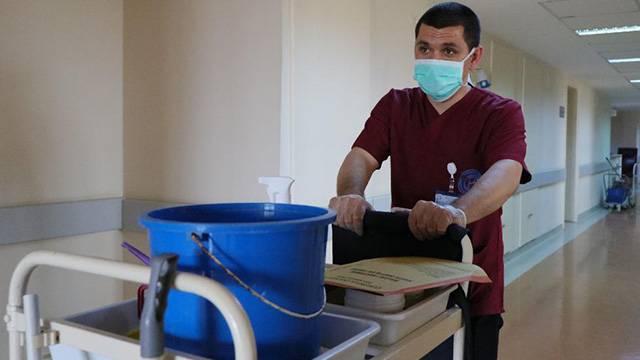 Arda Turan'ın takım arkadaşı Kemal Özcan artık temizlik görevlisi
