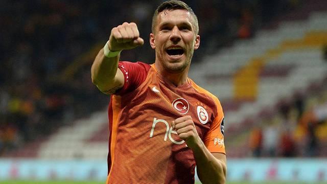 Podolski'den Volkan Demirel'e gönderme!
