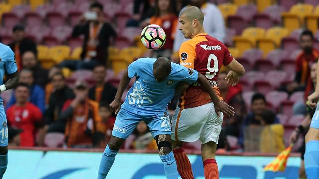 Galatasaray'da Eren Derdiyok sakatlandı