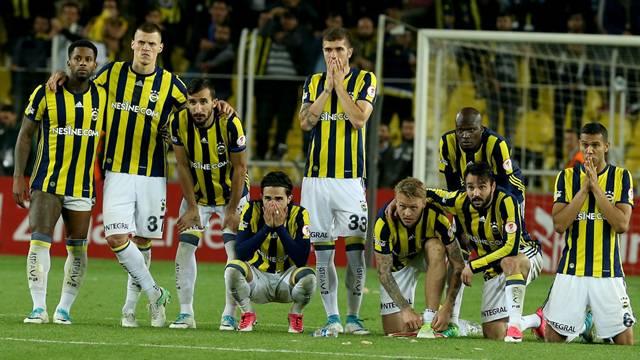 Fenerbahçe'de şok karar! Kabul etmeyen gidecek