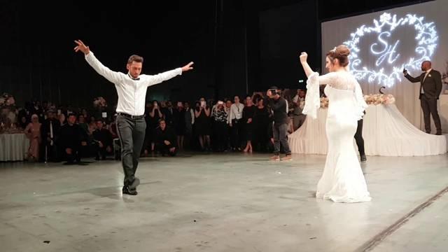 Hakan Çalhanoğlu düğününde şov yaptı