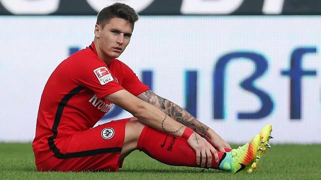 Guillermo Varela dövme yaptırdığı için Eintracht Frankfurt'tan gönderildi