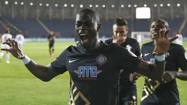 Trabzonspor'un ilk transferi: Badou Ndiaye