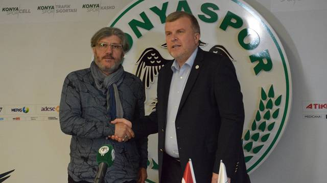 Atiker Konyaspor'da Reşit Akçay sürprizi