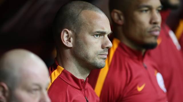 Al Sneijder'i, ver Tete'yi
