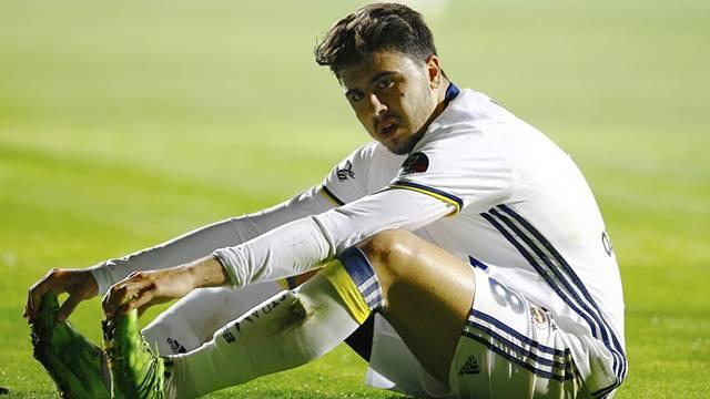 Ozan Tufan Portekiz'e transfer olacağını açıkladı