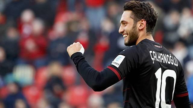 Hakan Çalhanoğlu'nu Milan istiyor! Menajeri doğruladı