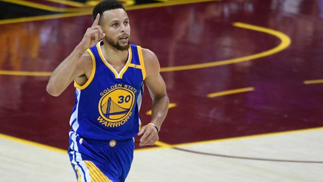 Golden State'ten Curry'ye rekor kontrat