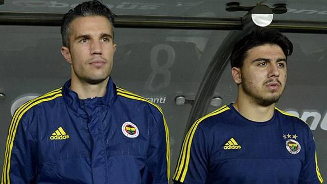 Fenerbahçe taraftarını kızdıran idman görüntüsü… Ozan ve Robin Van Persie…