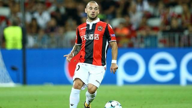Sneijder Nice taraftarının protestosuna maruz kaldı