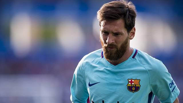 Josep Bartomeu Messi'nin Barcelona ile sözleşme uzattığını açıkladı