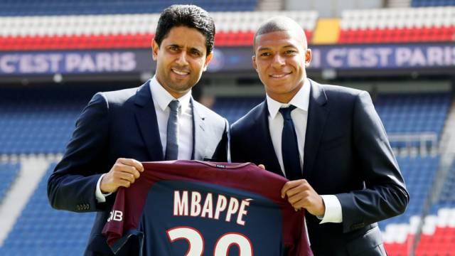 PSG yeni transferi Mbappe için imza töreni düzenledi