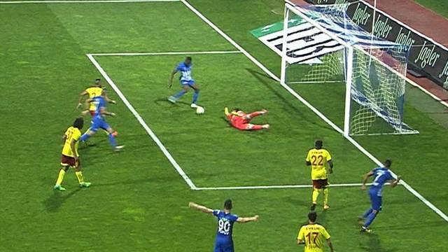 Kasımpaşa-Yeni Malatyaspor maçında Mensah bu pozisyonu kaçırdı
