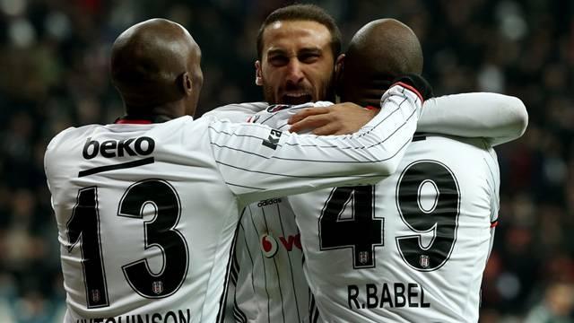 Beşiktaş'ta Atiba Porto maçında forma giyemeyecek