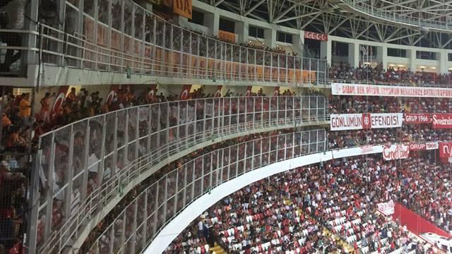 Galatasaray Antalyaspor deplasman tribününden şikayetçi oldu