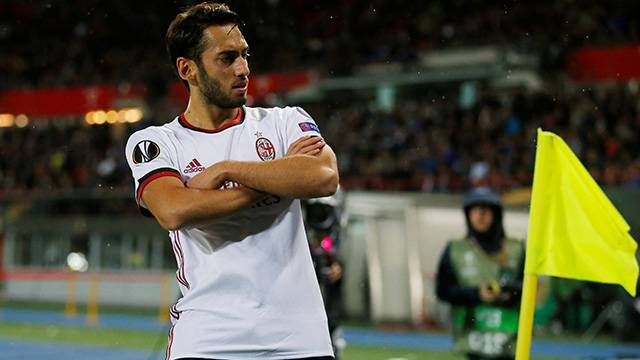 Hakan Çalhanoğlu 1 gol, 2 asistle yıldızlaştı