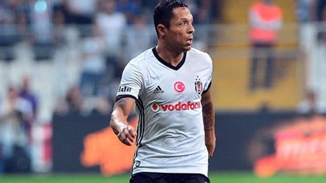 Adriano derbide oynayacak mı?