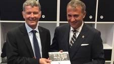 İngiltere Türkiye Büyükelçisi Richard Moore Beşiktaş'a üye oldu