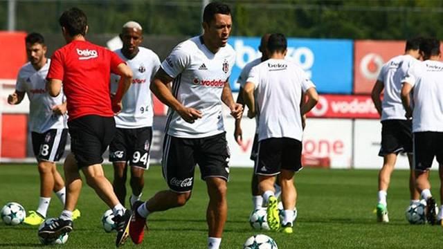 Beşiktaş'a Adriano'dan müjdeli haber