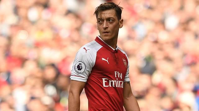 Mesut Özil Manchester United'a gitmek istiyor