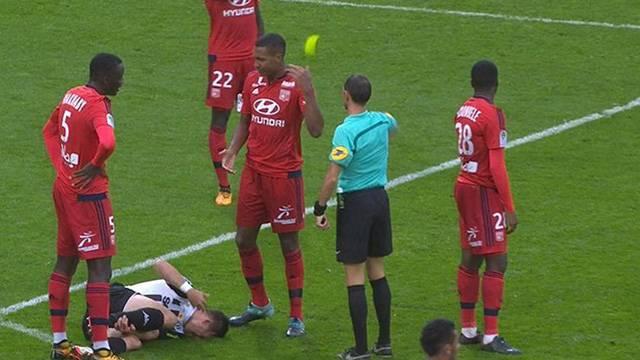 Marcelo'dan Angers maçında çok ilginç kırmızı kart