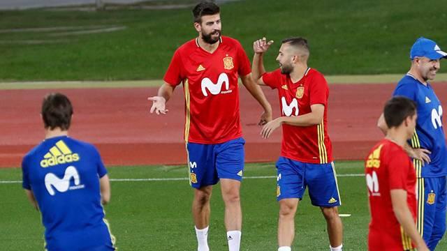 Pique İspanya Milli Takımı'nda oynamaya devam edeceğini açıkladı