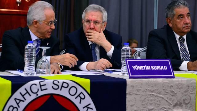 Fenerbahçe'de Aziz Yıldırım sahaya iniyor