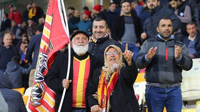 Orhan & Fatma Mutlu çifti Yeni Malatyaspor'u tribünde yalnız bırakmıyor