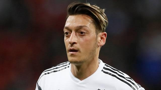 Atletico Madrid Mesut Özil'e talip oldu