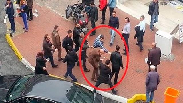Osman Tanburacı sokak ortasında saldırıya uğradı