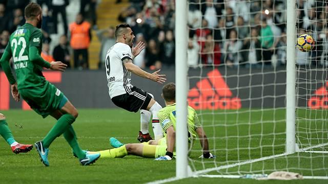 Quaresma'nın kaçırıp, Negredo'nun tamamlayamadığı penaltı pozisyonu şoke etti
