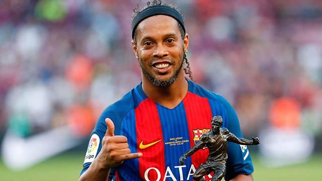 Ronaldinho futbolu bırakma kararı aldığını açıkladı