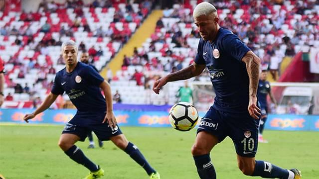 Menez, Antalyaspor'dan ayrılmak istiyor