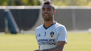 Los Angeles Galaxy Ashley Cole'ün sözleşmesini uzattı