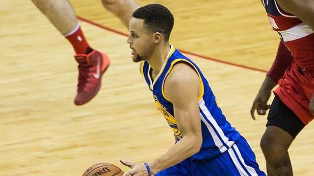 Curry'den Clippers'a üç çeyrekte 45 sayı