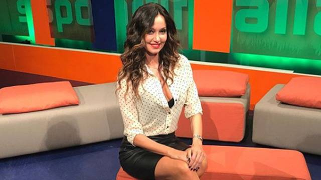 Laura Esposto güzelliğiyle adından söz ettiriyor