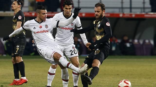 Pepe Osmanlıspor maçında sakatlandı
