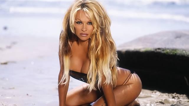 Pamela Anderson Adil Rami için Fransa'ya taşındı